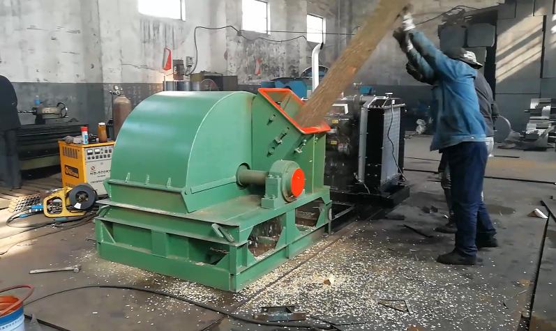 柴油版大型mu屑fen碎机出chang试机视频